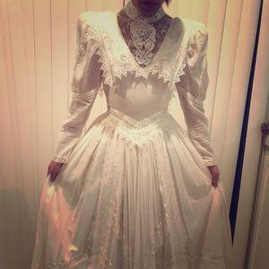 JESSICA MCLINTOCK Victorian inspired wedding dress